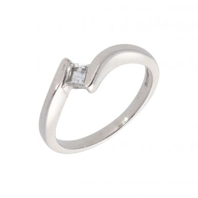 Pre-Owned 18ct White Gold Cubic Zirconia Solitaire Twist Ring